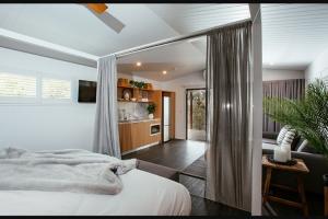 Brisbane 97.3FM – Win a Luxury Weekend Away Including a 2-night Stay In a Luxury Villa