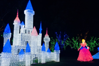 Mouths of Mums – Win The First Prize Giveaway of a Family Pass for 2 Adults and 2 Children to Christmas Lights Spectacular Plus Overnight Accommodation With Breakfast at Harrigan's Accommodation Pokolbin