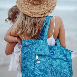 The Friday People – Win a summer tote for you and your 2 friends